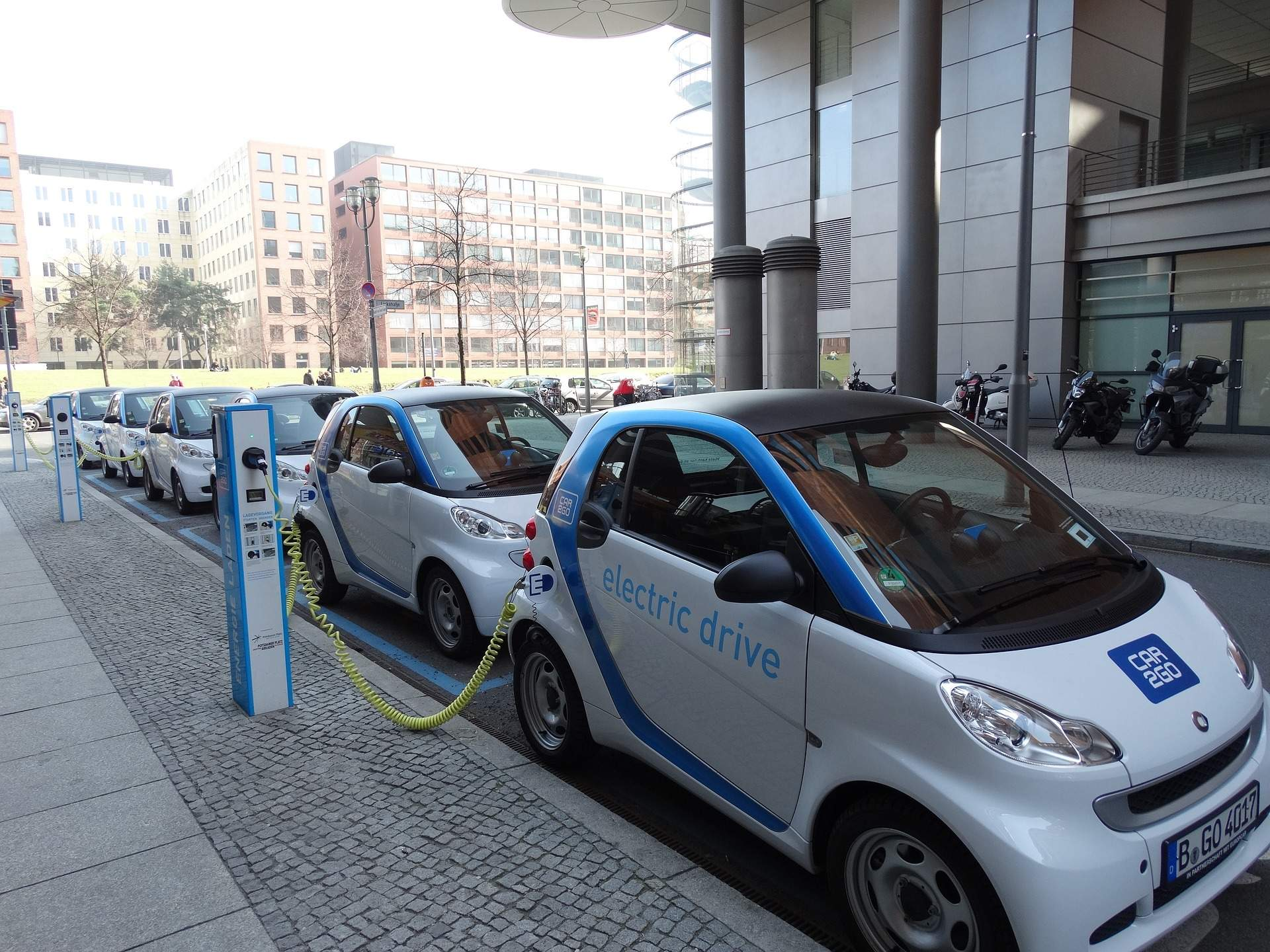 EV infrastructure 'failing to keep pace' with growing popularity