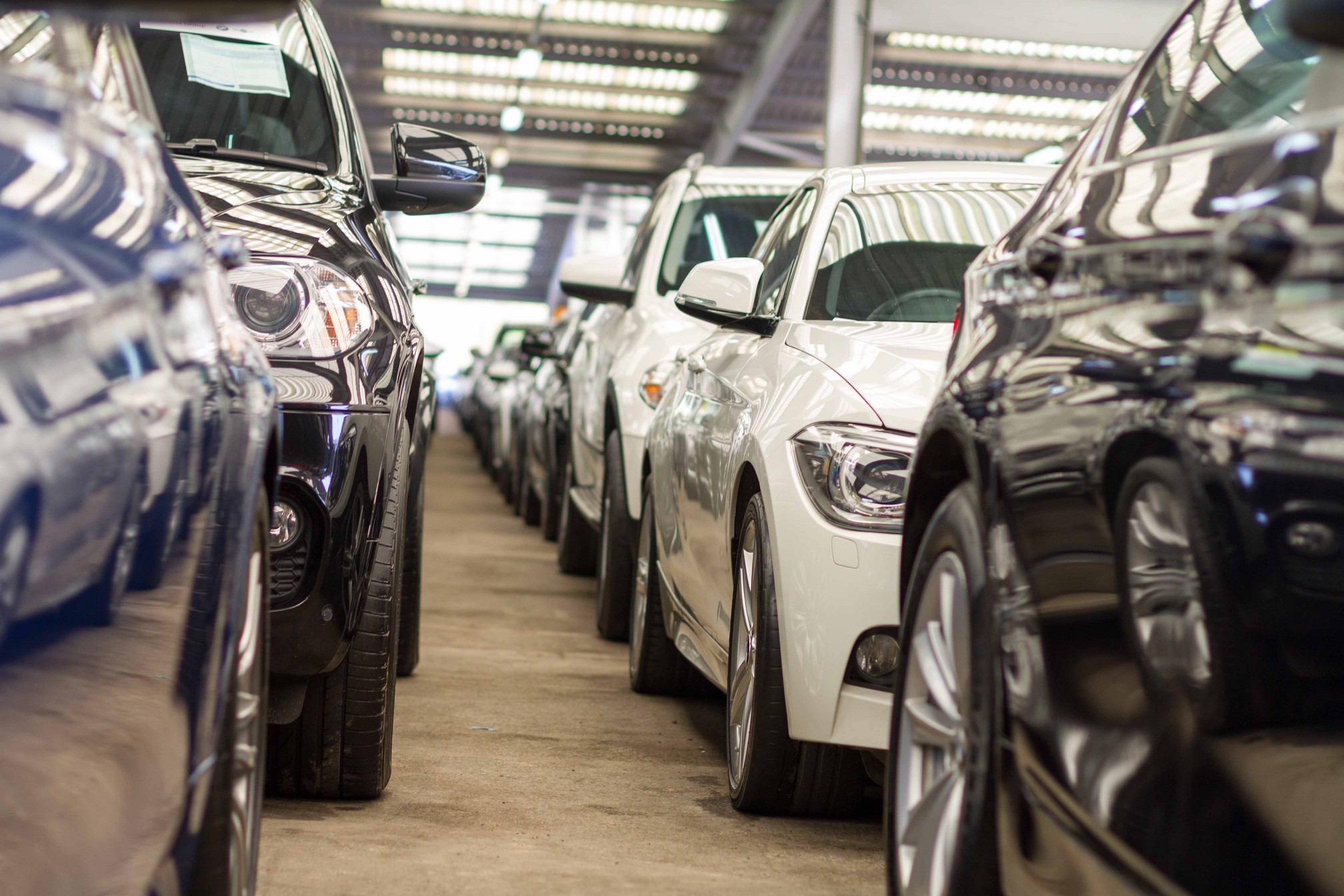 UK new car market sees growth for first time since August